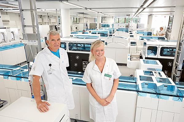 The new laboratory at Bispebjerg Hospital, Copenhagen. From from left: Jens Hannibal and Helle Brunsgaard Larsen. Photo: Claus Peuckert